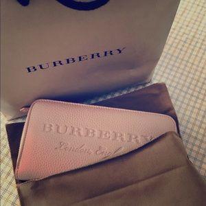 BURBEREY soft pink wallet zip around. Brand new
